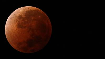 "Pictures and videos of April 15 lunar ""Blood Moon"" eclipse"