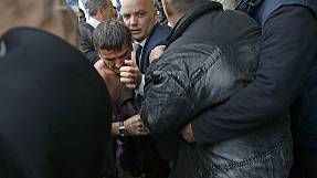 Angry employees of Air France attack directors of the company
