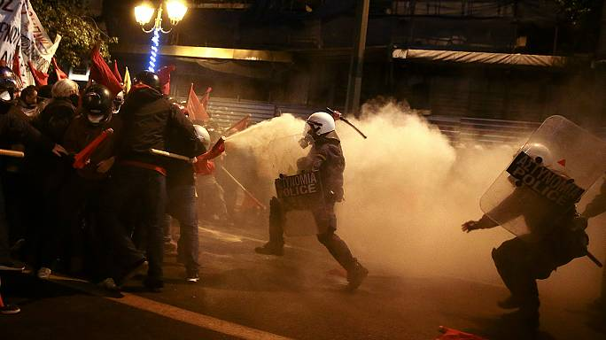 Greek protesters clash with police during Obama visit