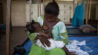 En Ouganda, ces hommes qui exigent d'être allaités par leurs partenaires
