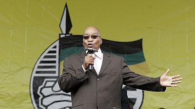 """Afrique du Sud : la justice lance un mandat d'arrêt """"différé"""" contre l'ex-président Zuma"""