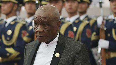 """Lesotho : l'épouse du Premier ministre """"accusée de meurtre"""", se rend à la police"""