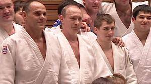 Putin offers himself for Russia's judo team