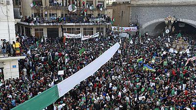 """Algérie : des milliers de personnes à Alger pour fêter les un an du """"Hirak"""""""