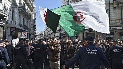 Algérie : des manifestants dénoncent les liens de certains de leurs leaders avec les islamistes