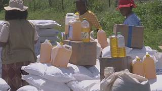 Zimbabwean villages live on food aid