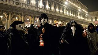 People take part in plague procession in Venice amid coronavirus outbreak [No Comment]