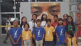 Philippines : le salut par la chorale des enfants victimes de la guerre antidrogue