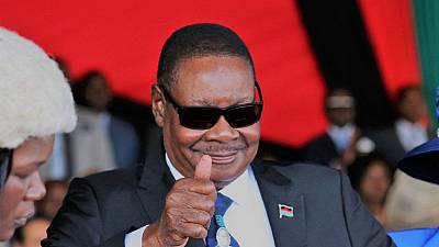 Malawi president fires army chief who 'protected' protesters