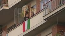 Coronavirus: quarantined Italians dance on their balconies [No Comment]