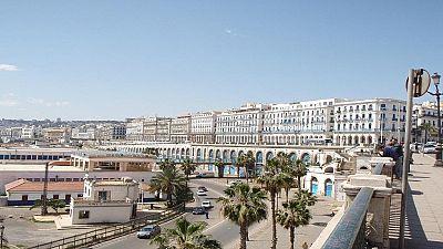 L'Algérie adopte des mesures urgentes face à l'effondrement des cours du pétrole