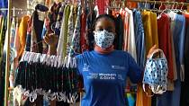 Coronavirus: Young Liberians make African print masks for protection [No Comment]