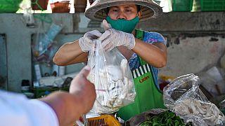 Coronavirus : distanciation sociale pour les livreurs de nourriture thaïlandais [No Comment]