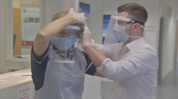 UK students use 3D printers to produce masks