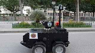 Covid-19: un robot policier dans les rues de Tunis pour faire respecter le confinement