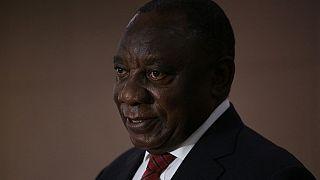 Afrique du Sud : une ministre suspendue deux mois pour violation du confinement
