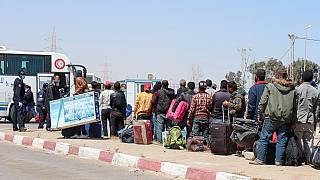 Bloqués en Libye, des centaines de Tunisiens sont parvenus à franchir la frontière