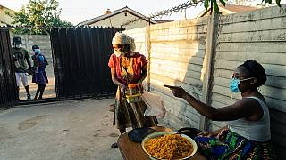 Zimbabwean woman feeds people starved by COVID-19