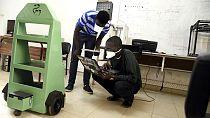 """Sénégal : """"Docteur Car"""", un robot multitâches pour lutter contre le Covid-19"""