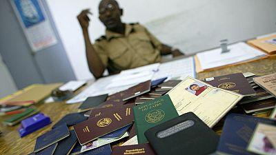 Passeports biométriques en RDC : des ONGs anti-corruption saisissent la justice belge