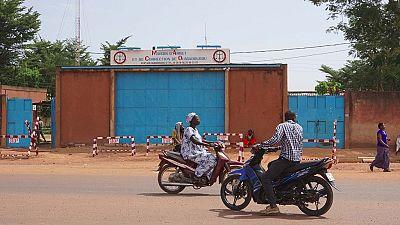 """Burkina : un collectif exige une """"enquête spéciale"""" après la mort en cellule de 12 personnes"""