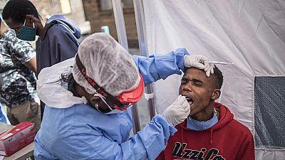Coronavirus : augmentation record de 1 160 cas en Afrique du Sud