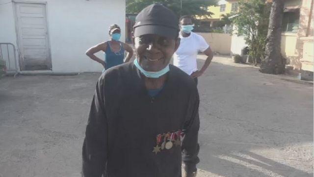 Au Ghana, un ancien combattant de la Seconde guerre mondiale récolte des fonds contre le coronavirus