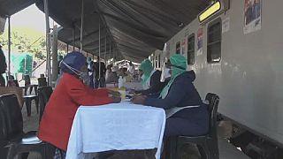 Afrique du Sud : des cliniques mobiles pour dépister le coronavirus