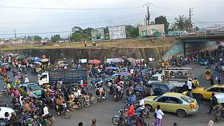 Cameroun : un policier, « médecin des embouteillages » à Douala