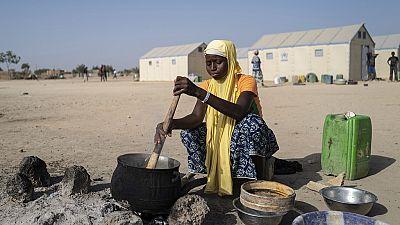 Coronavirus : des réfugiés africains résistants grâce aux humanitaires
