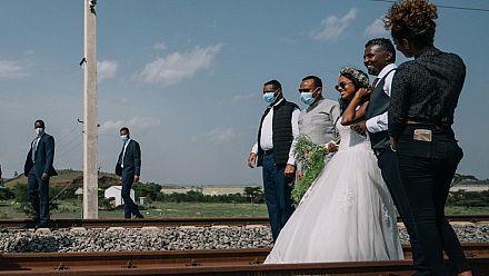 Photos: Ethiopian PM 'gatecrashes' wedding photoshoot