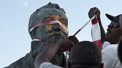 South Africa: Cecil Rhodes statue vandalised