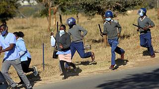 Zimbabwe arrests 100,000 for flouting lockdown rules - Police