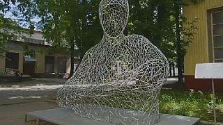 Russian sculptor creates large-scale metal art