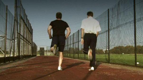 دویدن با کفشهای ورزشی بی پاشنه
