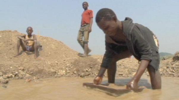Crianças congolesas nas minas de diamantes