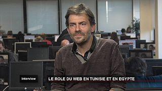"""Internet a """"libéré la parole"""" des tunisiens et des égyptiens"""