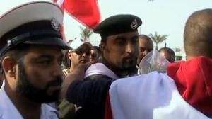 Army and police join Bahrain protesters