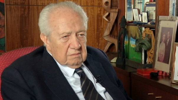 Mário Soares: Ekonomik kriz Avrupa'da demokrasiyi tehdit ediyor
