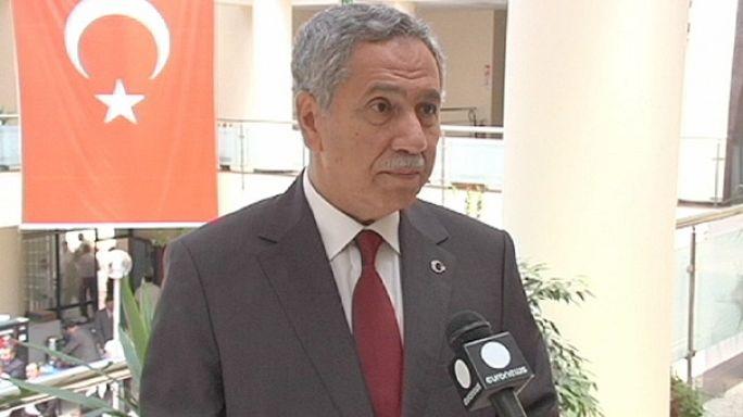 Arınç ve Kılıçdaroğlu anayasa projelerini Euronews'e anlattı
