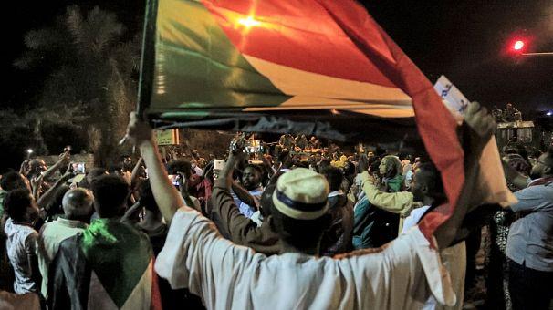 Sudan army men held for killing protestors