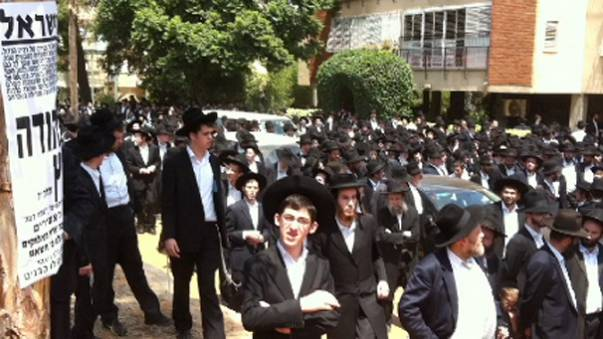Thousands Attend Rabbi's Funeral