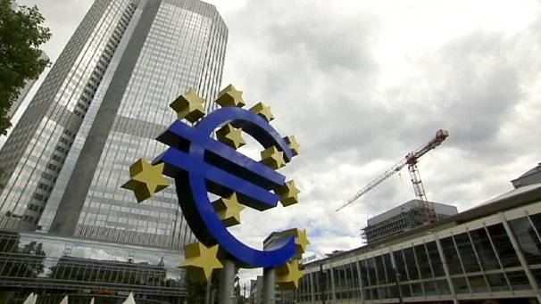 Recession fears keep euro zone rates on hold
