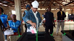Liberia's Johnson-Sirleaf ahead on early vote count