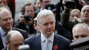 WikiLeaks founder Assange loses extradition fight