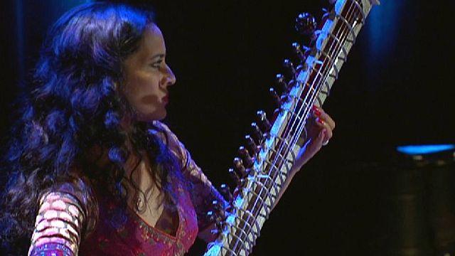 أنوشكا شانكار تضيف لمسة ساحرة على موسيقى الهند التقليدية