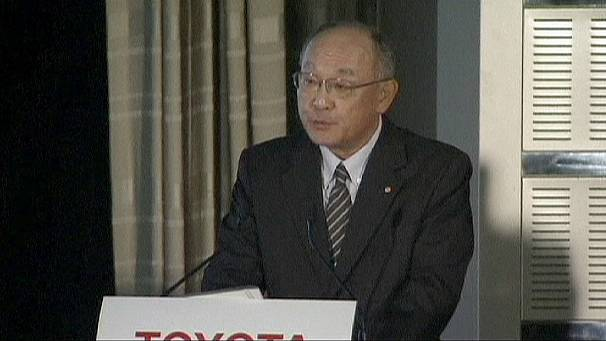 Floods and strong yen sink Toyota's profits