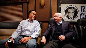 USA: McCain backs Romney, Bachmann backs out