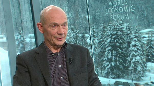 """Pascal Lamy: """"O problema da Grécia torna-se mais difícil se sair da eurozona"""""""