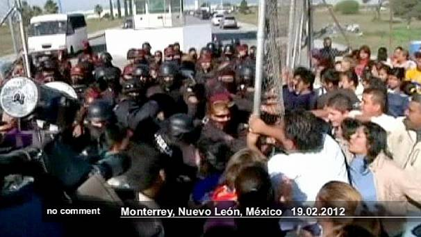 Scuffles outside Mexican prison